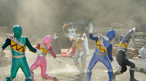 戦隊ヒーロー、キョウリュウジャーがラスボスに大苦戦してやられる