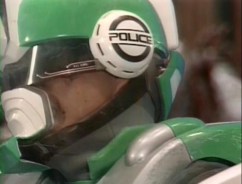 「サイバーコップ」マーズが自らマスクを破壊して強制解除