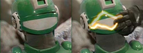 警察ヒーロー「サイバーコップ」マーズが自らマスクを破壊して強制解除