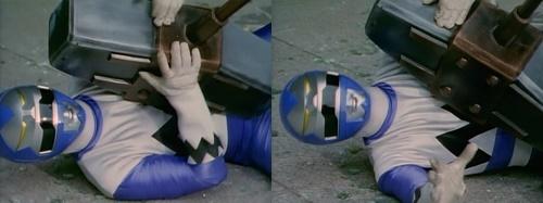 戦隊ヒーロー、ギンガブルーがハンマーで殴られてやられる
