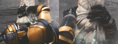 メタルヒーロー、ビーファイターカブトが敵の毒棘にやられて倒れる