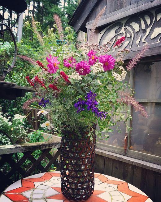 シュウメイギクと秋の花