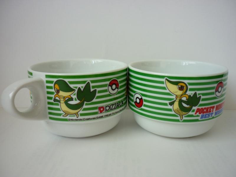ピザーラ オリジナルマグカップ ツタージャ&ピカチュウ ツタージャ側