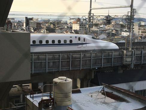 ホテルエクセレンス京都西・窓から東寺五重塔と新幹線_H31.02.08撮影