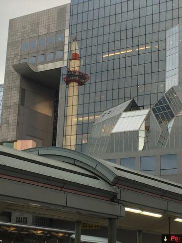 駅ビルに映る京都タワー_H31.2.09撮影