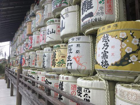 松尾大社・神輿庫の酒樽_H31.02.10撮影