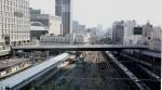 1.新宿南口:高島屋への跨線橋-10D 161qrc