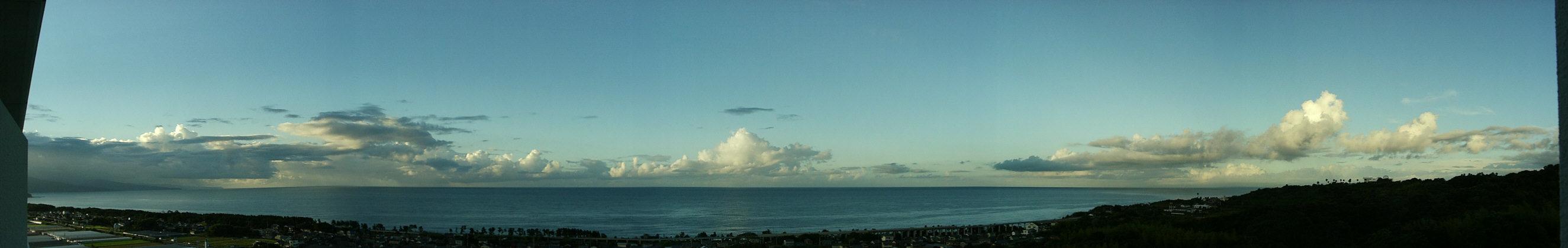 高知ロイヤルホテルの窓から見る太平洋