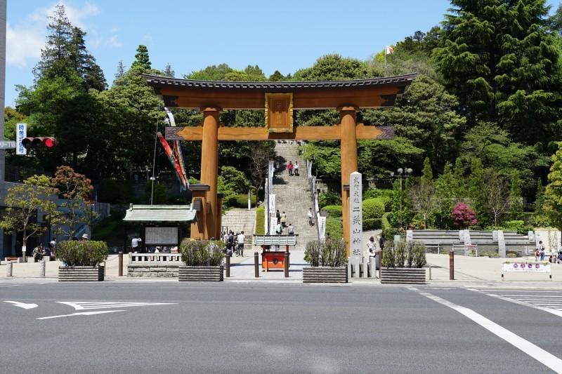 futaarayama_shrine1.jpg