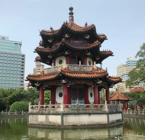 公園池建物